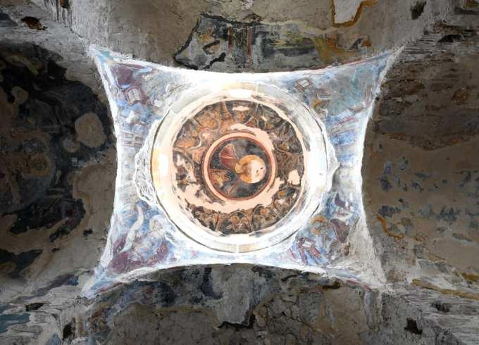Gewölbe einer Kirche mit Fresken