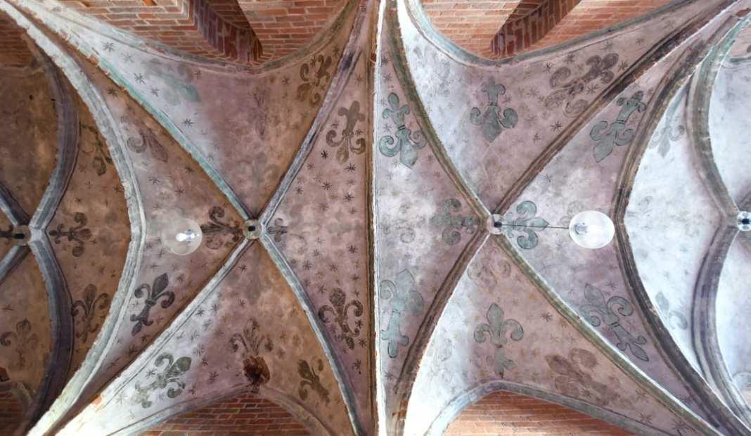 Kirchengewölbe mit Rippen