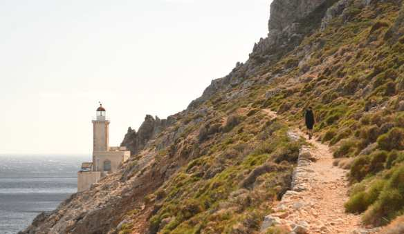 Wanderweg führt zu Leuchtturm
