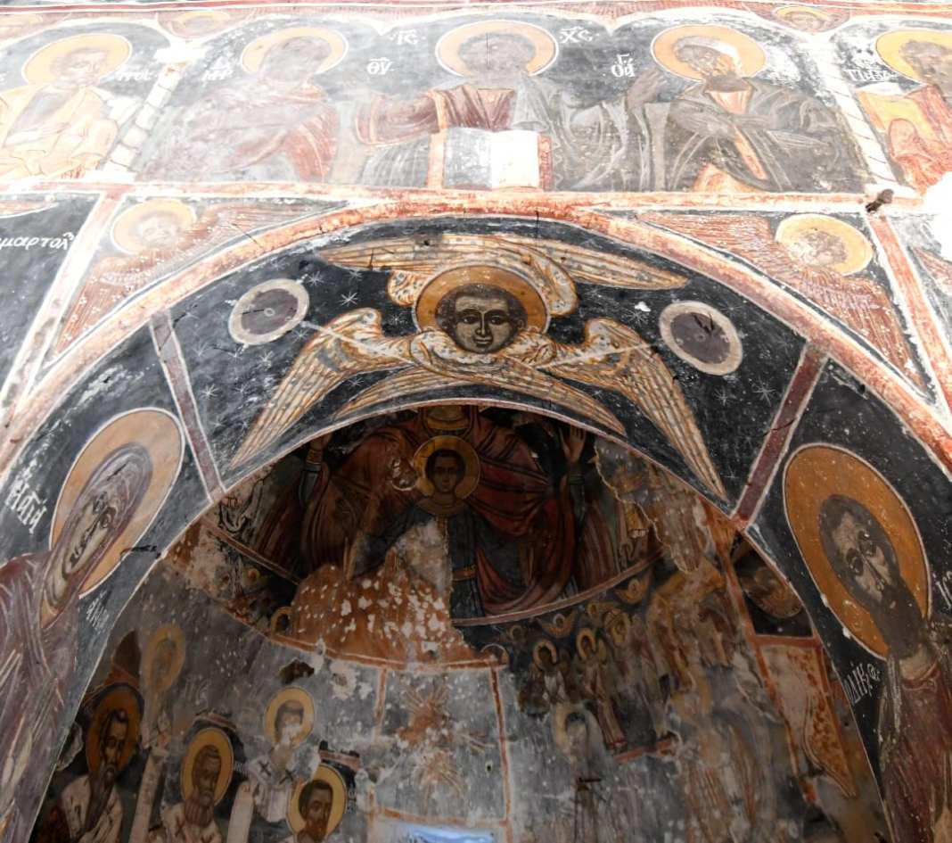 Uralte Fresken in einer Kirche