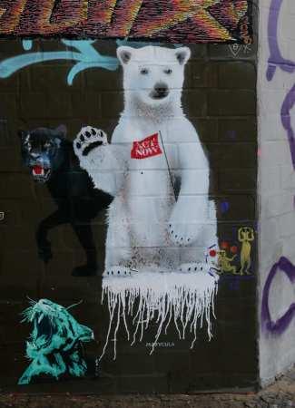 Streetart winkender Eisbär Marycula
