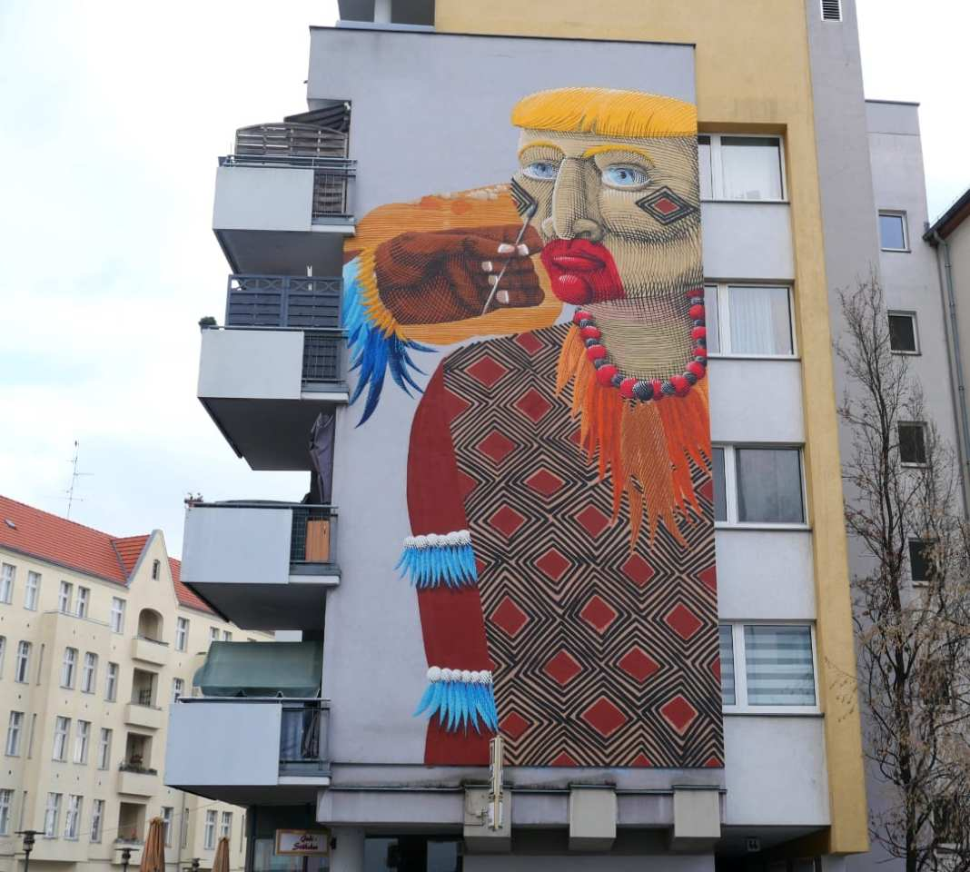 Mural eines Indianers an Hauswand