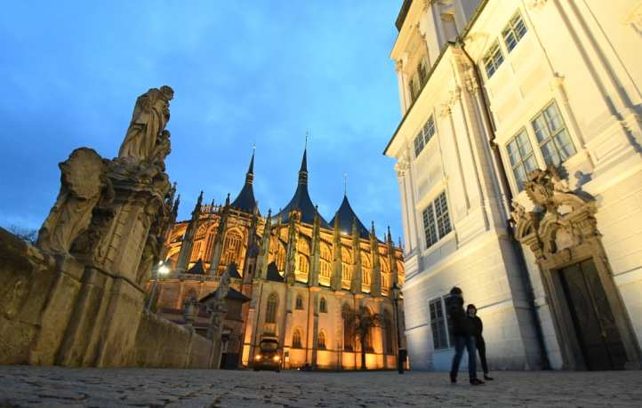Gotische Kathedrale im Abendlicht