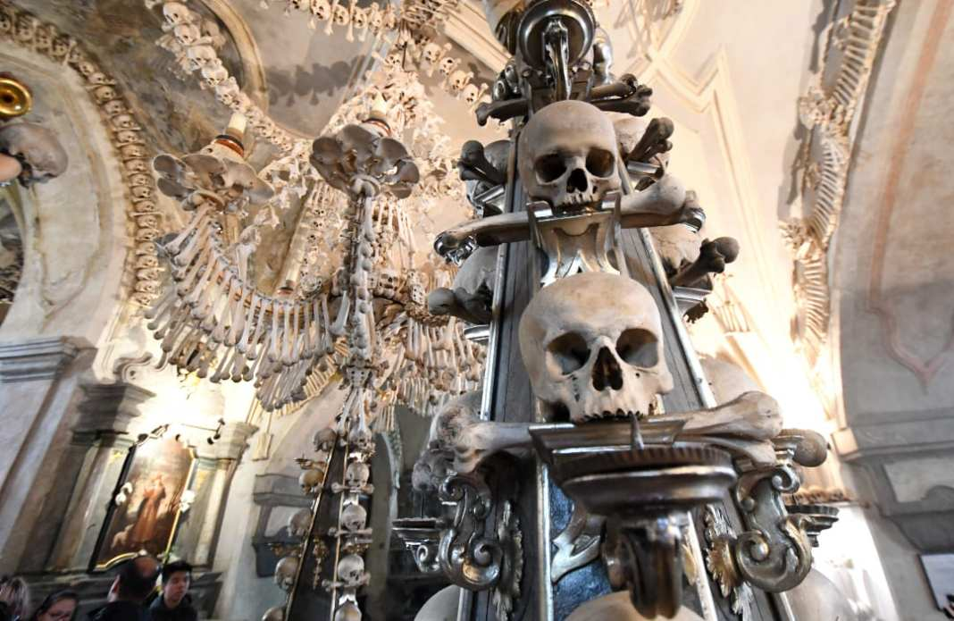 Schädel in einem Gewölbe
