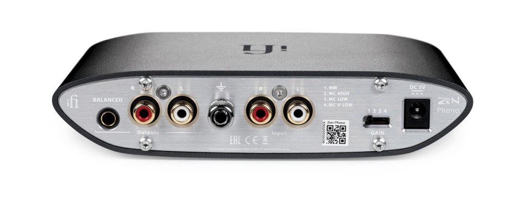 Around the back reside stereo RCA inputs/outputs, a 4.4mm Pentaconn balanced output, a grounding terminal and the gain selector switch