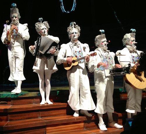 Cirque_du_Soleil_band.jpg