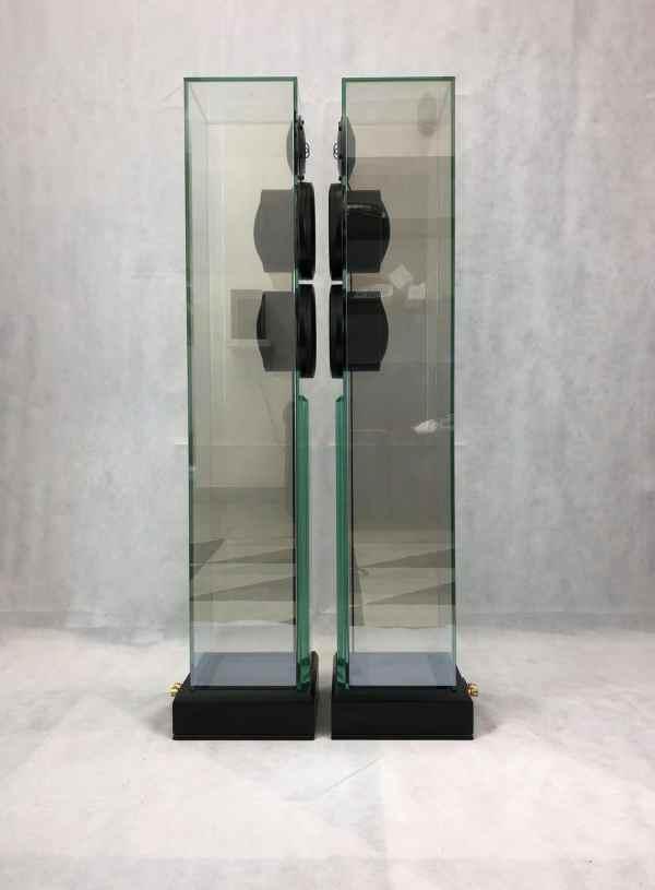 Waterfall Victoria Twin è un diffusore da pavimento usato in vetro vista laterale 1