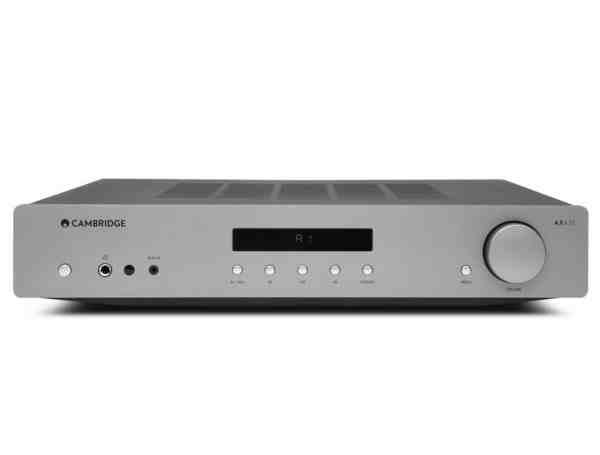 Cambridge Audio AXA35 è un amplificatore integrato bicolore vista frontale