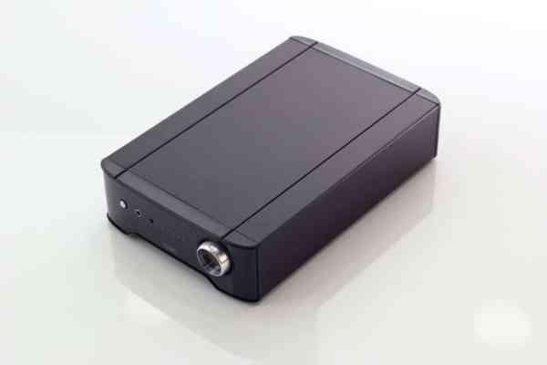 Rega Brio R è un amplificatore integrato nero sopra