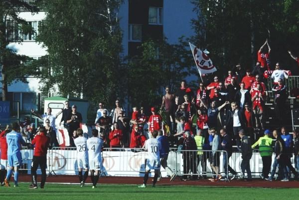 Seinäjoella ei ole tälläkään kaudella kulkenut: yhteismaalit SJK:lle 6-1. Stadin Kingit painoivat molempiin reissuihin kahdella fanibussilla.