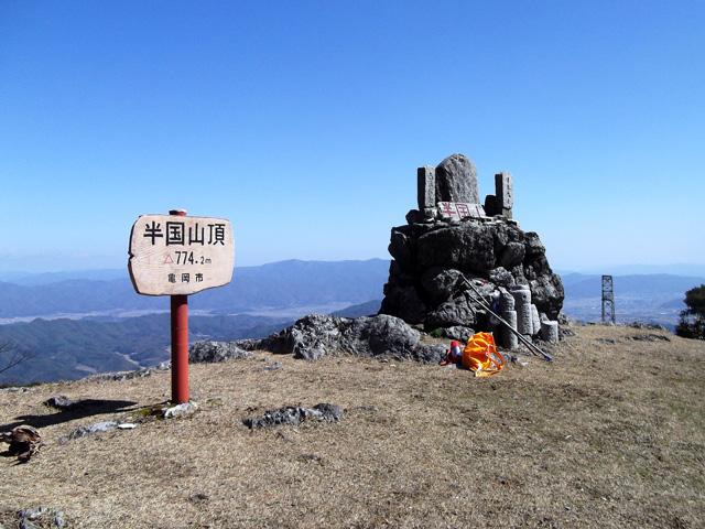半国山の頂上と風景