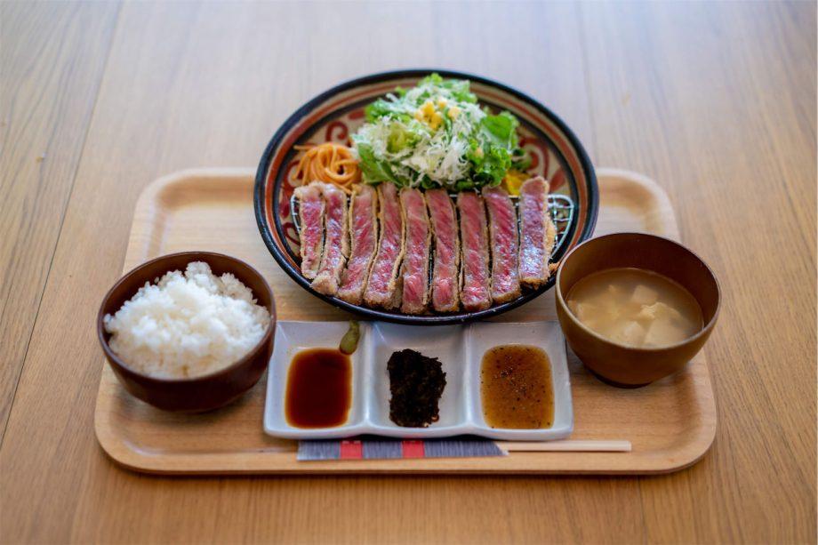 肉や食堂 photo by 安里写真事務所