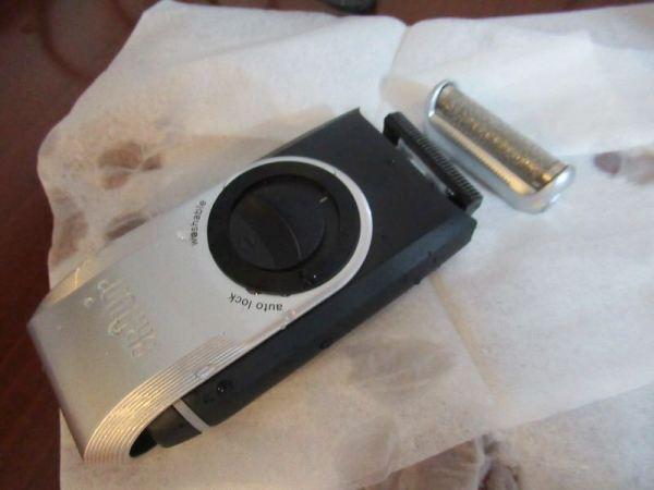 水洗いの後は乾かします::電池式携帯シェーバーM90