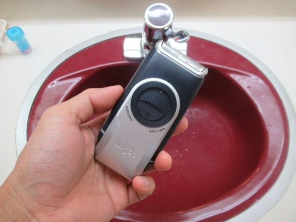 旅行先のホテルでヒゲ剃る!:電池式携帯シェーバーM90