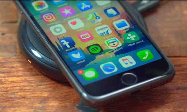 Comment activer le chargement sans fil sur iPhone ?