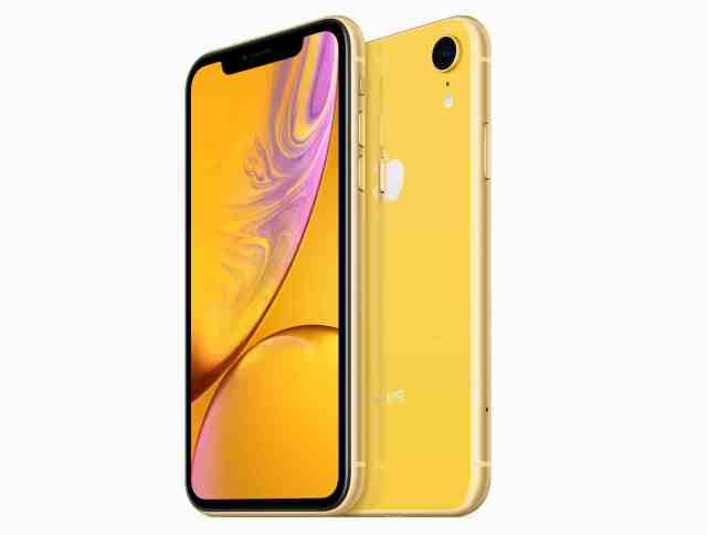 How do I reduce screen size on iPhone XR?