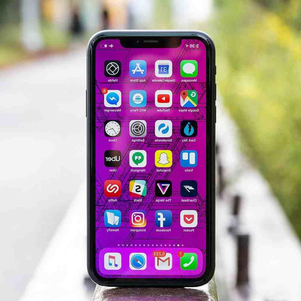 Iphone xr zoomé sur l'écran de verrouillage
