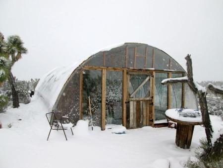 1-31-14-snow-hoophouse-2