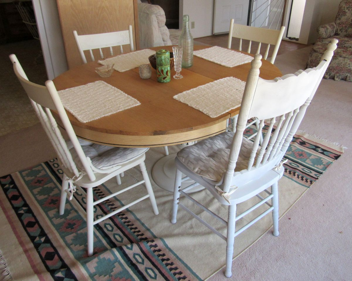kitchen table with 4 chairs light pendants must be sold by sunday night sectional dining room set
