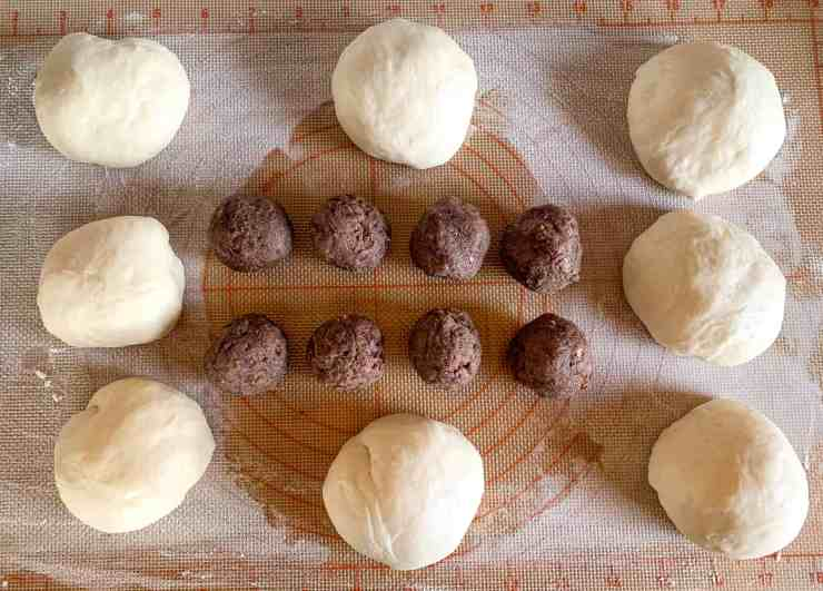 image of balled up dough and balled up red bean paste filling
