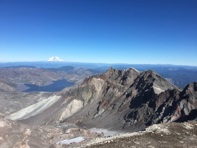 Mount rainer from mount st. helens monitor ridge