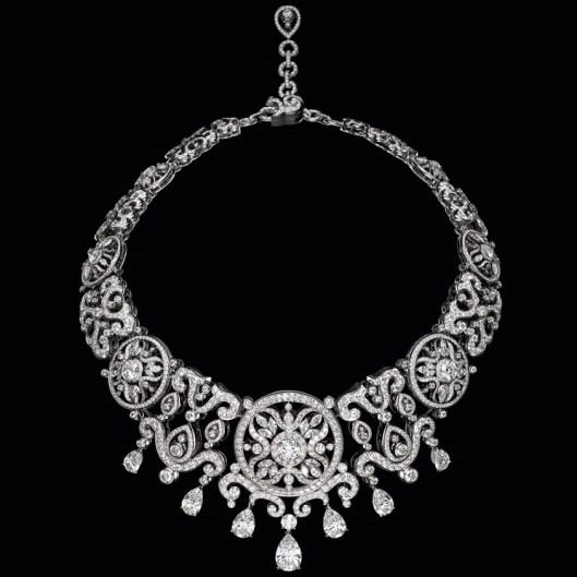 Corona - Collier in oro bianco e diamanti. Foto Laziz Hamani