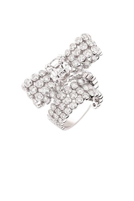 Ring in 18k white gold and asher-cut diamonds.