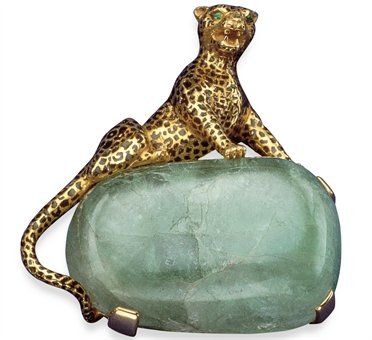 The Panther goes tree-dimensional with this brooch commissioned by the Duchess of Windsor in 1948, featuring an onyx spotted feline on a emerald cabochon.