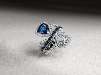 Crivelli Ring double cross in white gold, with 2 hearts contraire: 3,15 cts of sapphire and 2,23 cts of diamonds