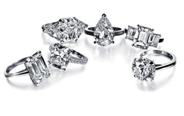 De Beers ensemble.