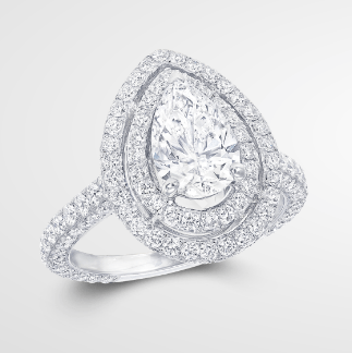 Graff Twin Constellation is an evolution of the Graff Constellation setting, featuring a double halo of pave diamonds surrounding the central stone.