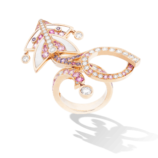 Cerfs-Volants 1-motif between the finger ring. Pink gold and sapphires.