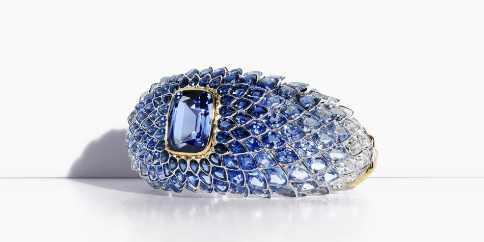 Blue spinel scales bracelet