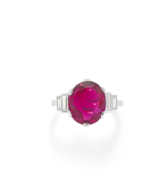 A Burmese Ruby Single Stone Ring.