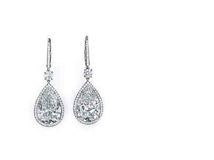 A PAIR OF DIAMOND EAR PENDANTS OF 6.10 AND 6.09 CARATS ESTIMATE: $200,000 – $300,000