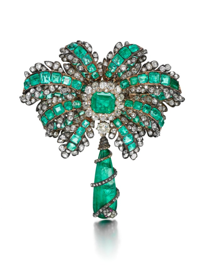 Emerald, Ruby and Diamond Brooch, (Lot 210, right, est. £20,000–30,000/ €28,100–42,100/ US$ 29,000–44,900)