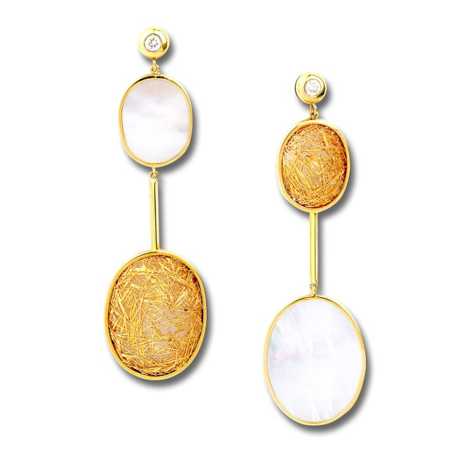Contrast Faces Earrings. Inspired from the two statues that are placed one facing the other, Athena and Marsia. Represented by fildici facing 18k yellow gold and 18k yellow gold cildici holding them with brilliant round diamonds