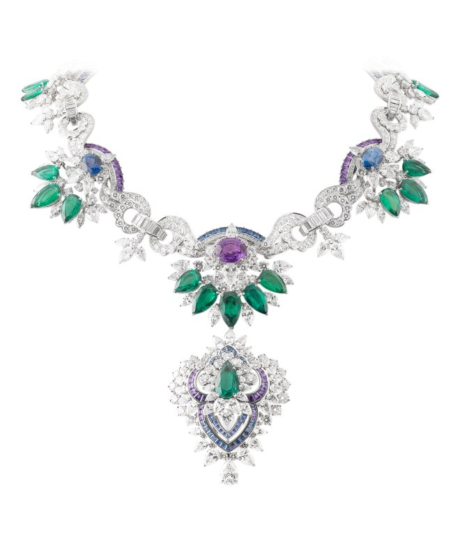Van Cleef & Arpels Acapulco Necklace, with detachable Clip. Pierres de Caractère - Variations collection, 2014 - White gold, round, pear-shaped, baguette-cut, marquise-cut and square-cut diamonds, square-cut blue and mauve sapphires, 3 oval-cut mauve sapphires for 12.90 carats (Madagascar), 4 oval-cut blue sapphires for 14.99 carats (Sri Lanka), 18 pear-shaped emeralds for 45.30 carats (Zambia).