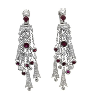 High Jewellery earrings in white gold with round brilliant cut diamonds (2.6 ct), round rubies (4 ct), round brilliant cut diamonds and pavé diamonds (5 ct).