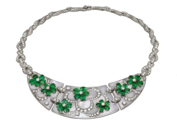 High Jewellery necklace in platinum and mother of pearl inserts with 35 pear shaped emeralds (16.57 ct) and 7 round brilliant cut diamonds and pavé diamonds (15.59 ct).