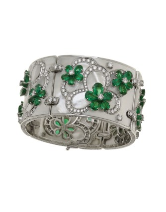 High Jewellery bracelet in platinum and mother of pearl inserts with 60 pear shaped Emeralds (29.35 ct), round brilliant cut diamonds and pavé Diamonds (11.18 ct).