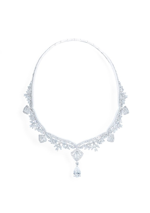 Necklace in 18K white gold set with 1 pear-shaped diamond (approx. 4.01 cts), 6 pear-shaped diamonds (approx. 1.65 cts), 89 marquise-cut diamonds (approx. 16.06 cts) and 298 brilliant-cut diamonds (approx. 6.65 cts).