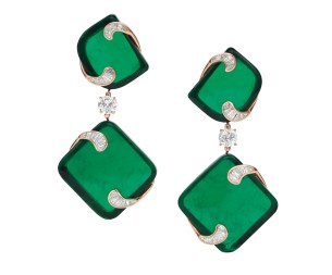 HIDDEN TREASURES high Jewellery earrings in yellow gold with 4 cushion shaped Zambian emeralds (143.1 ct), 2 round brilliant cut diamonds (2.02 ct) and fancy shaped cut diamonds (2.86 ct)