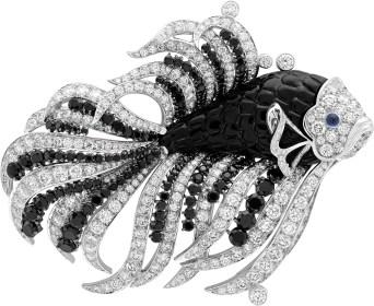 Nageur Noir et Blanc Clip. White gold, diamonds, cabochon-cut sapphires, black spinels, onyx.