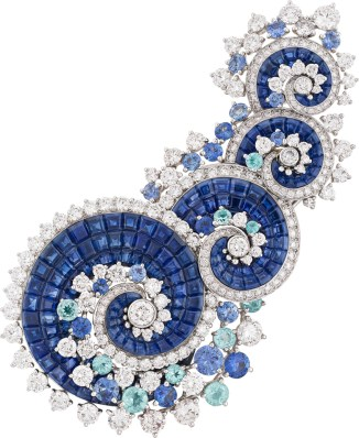 Vague Mystérieuse Clip. White gold, diamonds, Paraíba-like tourmalines, sapphires, Mystery Set sapphires.