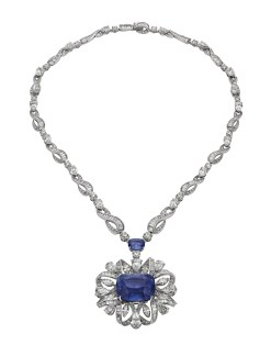 WATER SYMPHONY high Jewellery necklace convertible in bracelet in white gold with 1 cushion shaped sapphire (47.57 ct), 1 cushion shaped sapphire (4.60 ct), Fancy and round brilliant cut diamond (26.00 ct) and pavé diamonds.