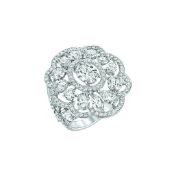 """""""Envoûtante"""" ring in 18K white gold set with a 1-carat oval-cut diamond, 19 fancy-cut diamonds for a total weight of 4.6 carats and 114 brilliant-cut diamonds. CHANEL Joaillerie"""