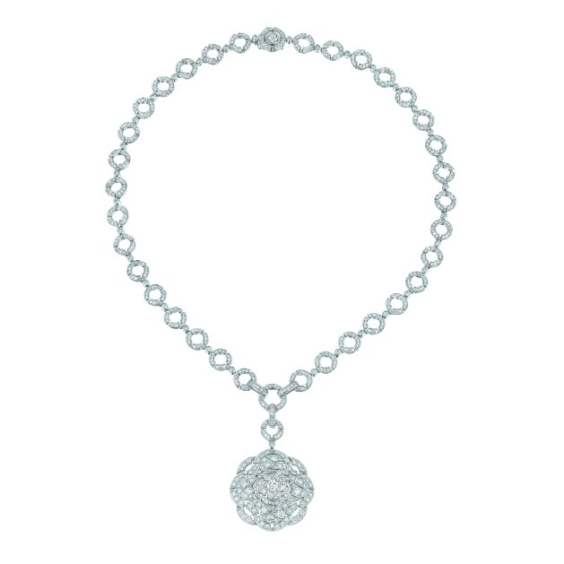 """""""Secrète"""" necklace in 18K white gold set with 613 brilliant-cut diamonds for a total weight of 7.9 carats. CHANEL Joaillerie"""