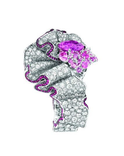 Fronce Saphir Rose Ring. 750/1000 white gold, diamonds, pink sapphires and rubies.
