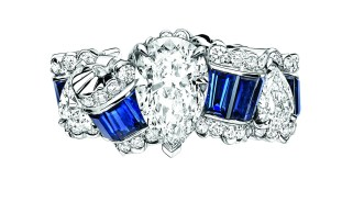 Gros Grain Saphir Ring. 750/1000 white gold, diamonds and sapphires.